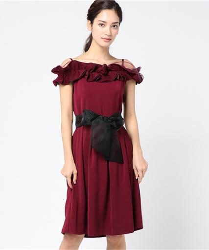 f1442fa8acbcd 結婚式やパーティなどの特別な日に♡赤ドレスでつくるお呼ばれコーデ ...