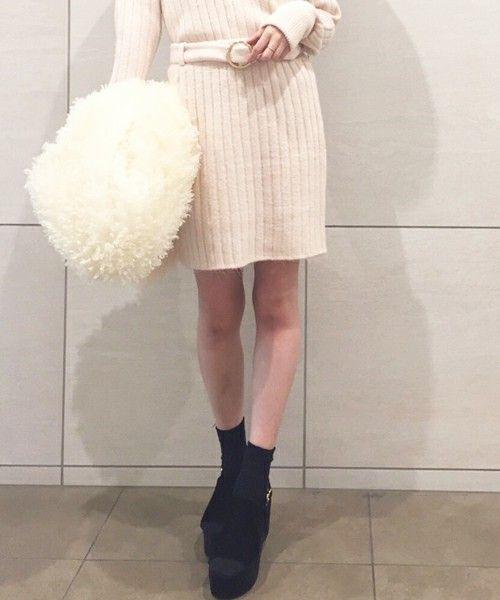 タイトスカートはニット素材できまり!冬でもあったか可愛く♡