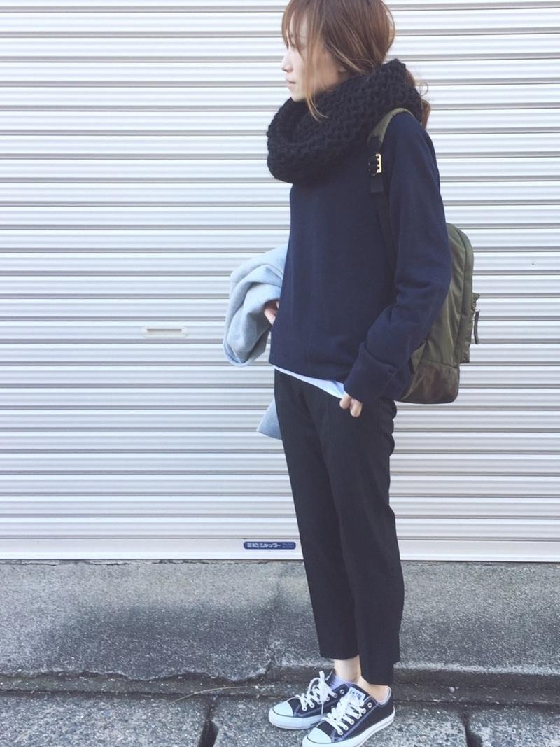 【アンクルパンツ】のレディースコーデ!スニーカーや靴下と合わせて