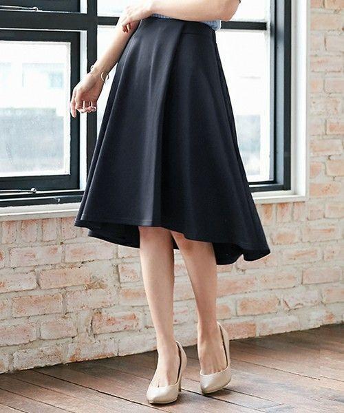 社会人必見!レディースオフィスカジュアルのスカート着こなし大攻略の1枚目の画像