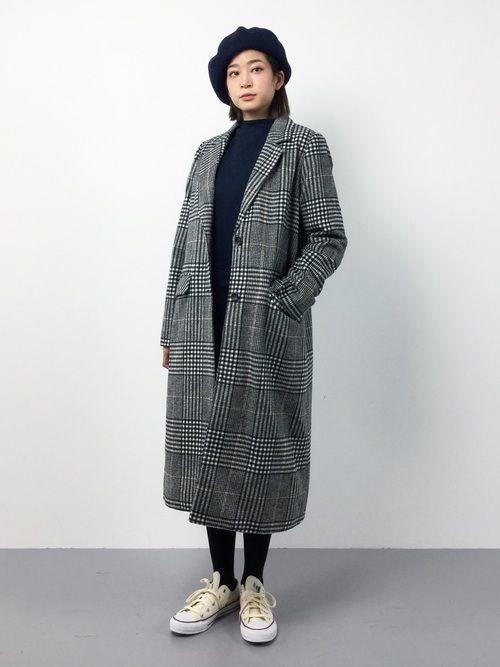 こちらは、全体を黒でまとめてグレンチェックコートを合わせたコーディネート。コートは、『美ラインシルエット◇グレンチェックロング丈ポケット付きウールチェスター