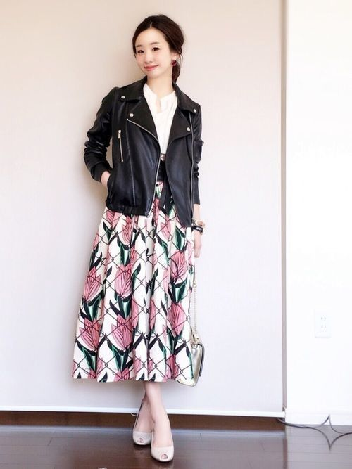 白×花柄スカートで作る愛されコーデ特集♡の3枚目の画像