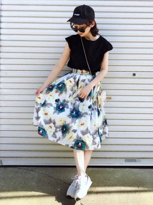白×花柄スカートで作る愛されコーデ特集♡の4枚目の画像