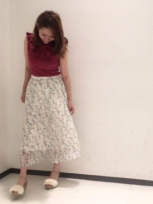 白×花柄スカートで作る愛されコーデ特集♡の6枚目の画像