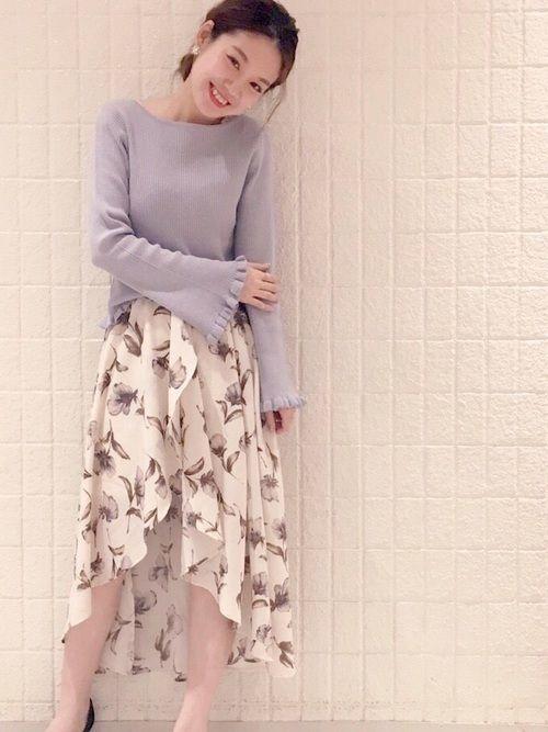 白×花柄スカートで作る愛されコーデ特集♡の8枚目の画像