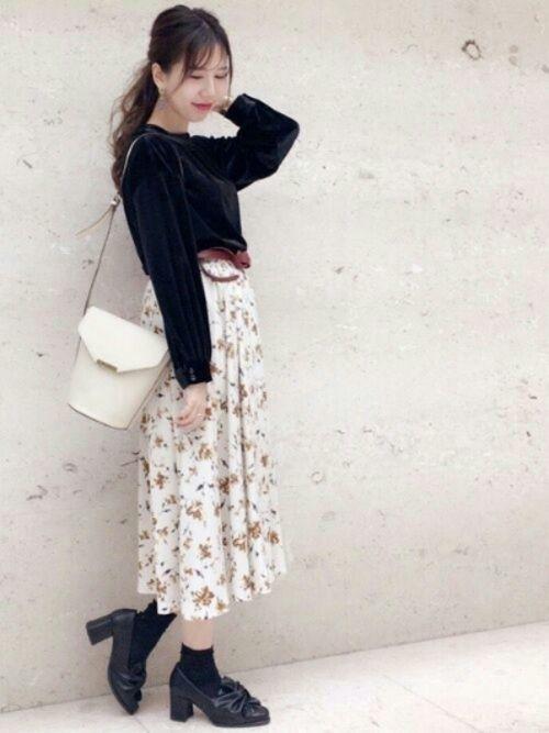 白×花柄スカートで作る愛されコーデ特集♡の10枚目の画像