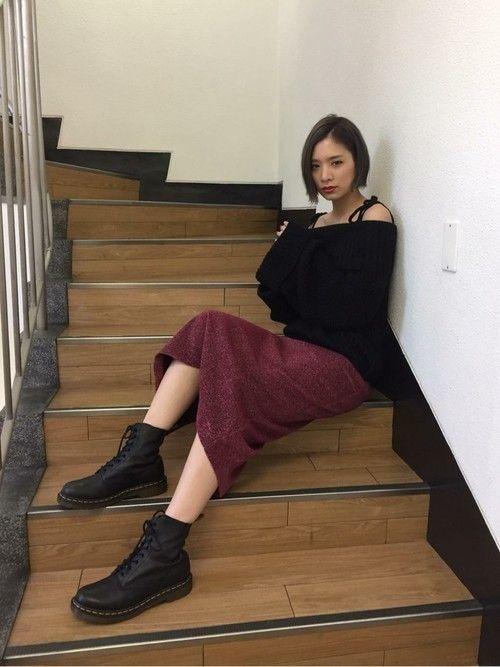 b640fe022ea9d 秋色のタイトスカートをプラスすれば、いい女度3割増し♡ミディ丈のタイトスカート合わせなら、オフショルダーでもセクシーになりすぎないんですよ!