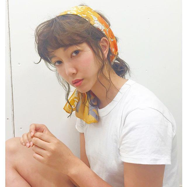 「スカーフリボン」を使ったヘアアレンジが女子力アップへのカギ♡