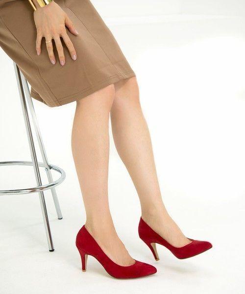 その靴かわいいね!その理由は、冬を彩る【カラーパンプス】♡