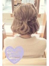 【ショートの結婚式ヘアアレンジ特集】お呼ばれヘアで華やかにセットの18枚目の画像