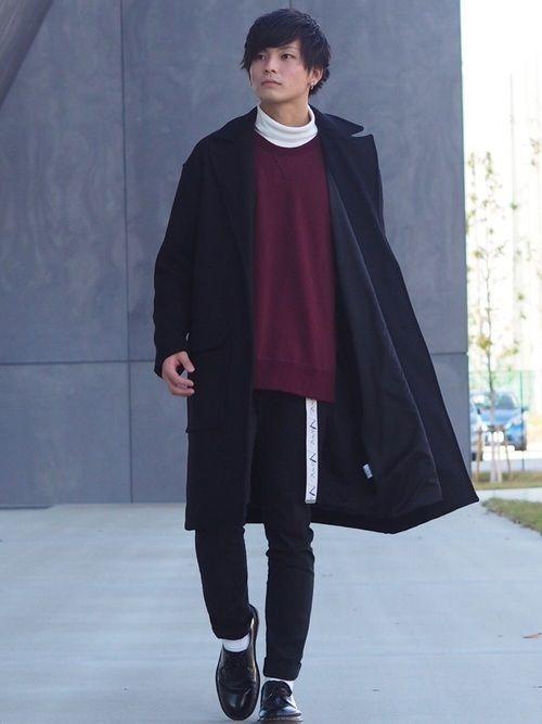 黒のチェスターコートの時は、黒デニムを合わせるのが◎コートと同じ色にすることによってより一層大人の雰囲気をプラスしています。また、靴はドレスアップシューズに