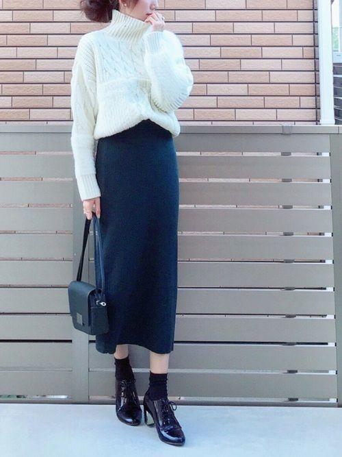 【保存版】スタイルアップを叶えるスウェットタイトスカートコーデ♥の4枚目の画像