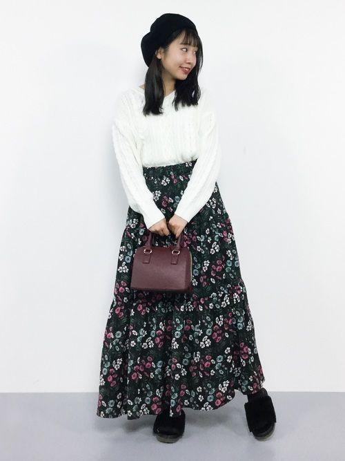 【2019年】黒の花柄スカートで作る♡シックなレディースコーデ!の5枚目の画像