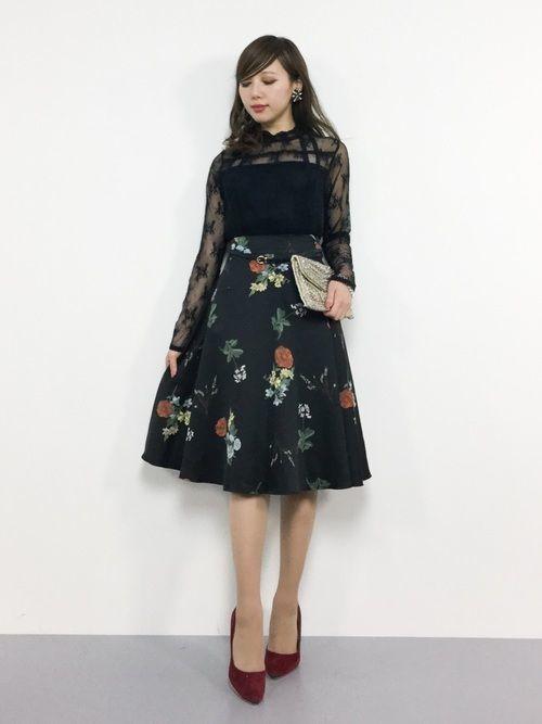 【2019年】黒の花柄スカートで作る♡シックなレディースコーデ!の1枚目の画像