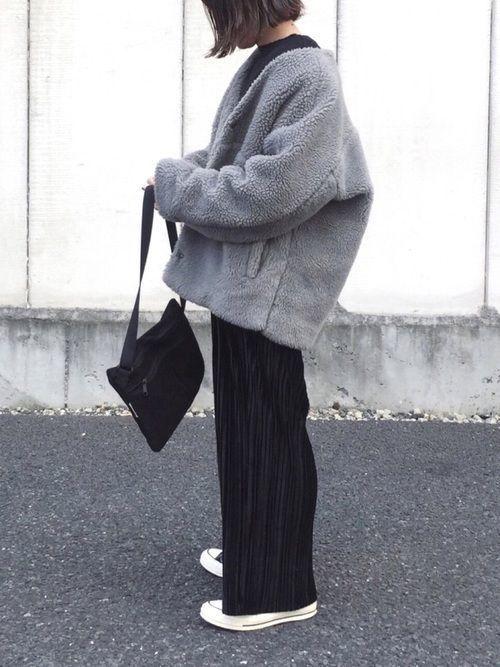 ワイドパンツと靴のおしゃ見え術!スニーカーの大人カジュアルコーデの8枚目の画像