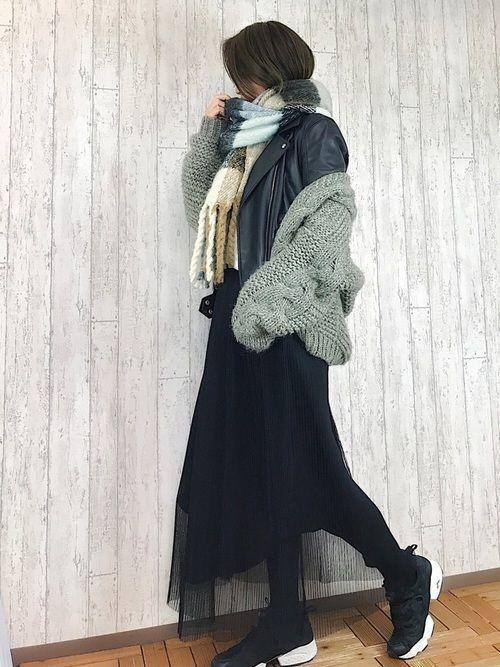 【女子の憧れ】フワっと揺れる黒チュールスカートのコーデをご紹介♡の1枚目の画像