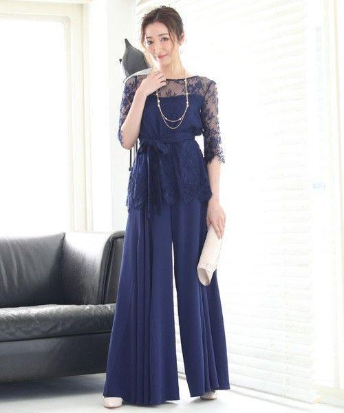 b3dc90d3cdf75 パンツタイプのブルードレス。 スカートタイプのドレスに負けない華やかさを持っています。みんなが華やかに着飾るパーティーシーンで差をつけるには、パンツタイプの  ...