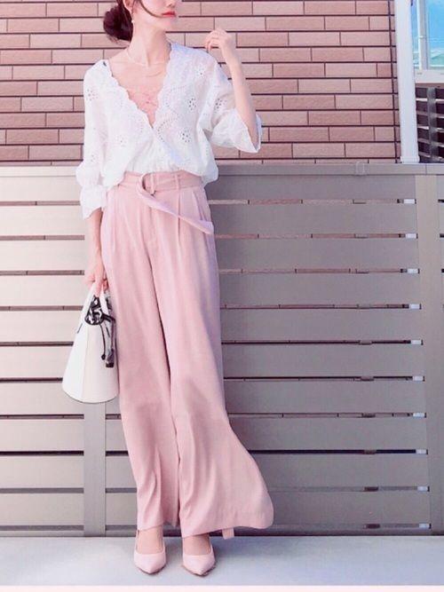 ピンク パンツ コーデ