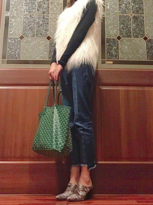 7b56cfcdfc69 グリーンのサンルイバッグは今年流行りのファーとも相性が◎カジュアルやシンプルコーデだけではなく、ドレスアップした日にも合わせやすいのがサンルイバッグの嬉しい  ...