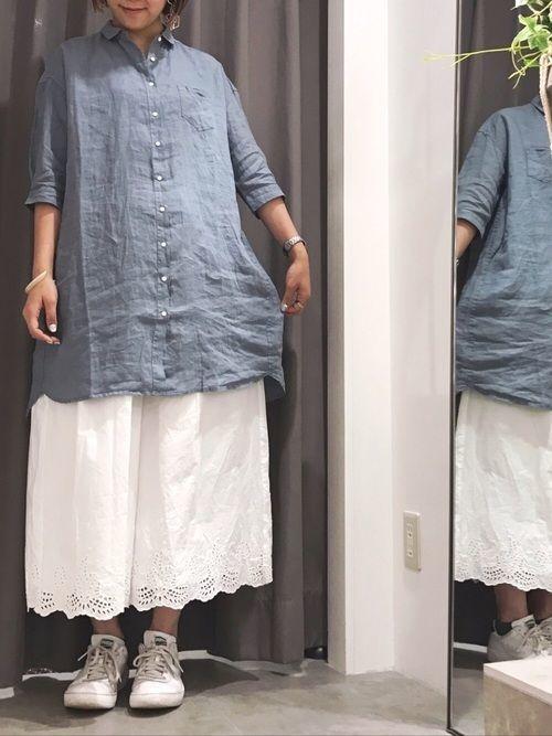 【青シャツのレディース・メンズコーデ】春夏秋冬別にご紹介