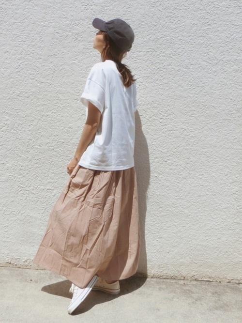 サイズ感がカギ!?Tシャツで作るおしゃれなレディースコーデ♡の14枚目の画像