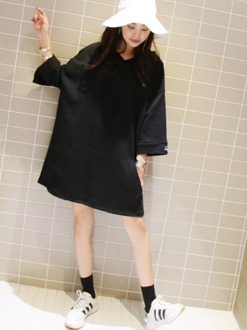 a838c1870fa 黒のかっこよさとワイドサイズの服のかわいさが上手くマッチしていてステキです♡普段はこんなモード系のファッションをしない方も、思い切っ てオルチャンファッション ...