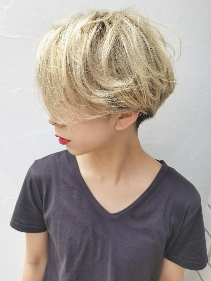 金髪 が似合う人の特徴とは 髪色 髪型 セルフカラーのコツ紹介