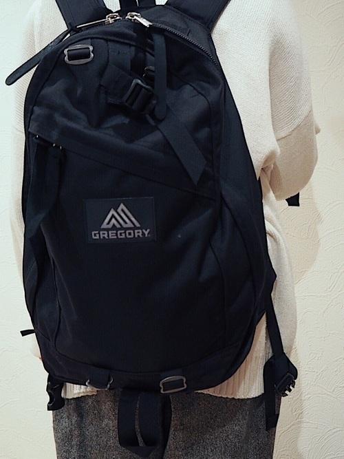 6a9c552330 ショルダーバッグなど人気アイテムはたくさんありますが、特にグレゴリーの《リュック》は学生や社会人の方の通学通勤用バッグとしていま大流行♪