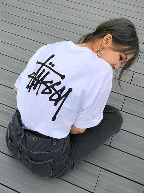 話題のマストアイテム「STUSSY」のTシャツはこう着るべし♡の2枚目の画像