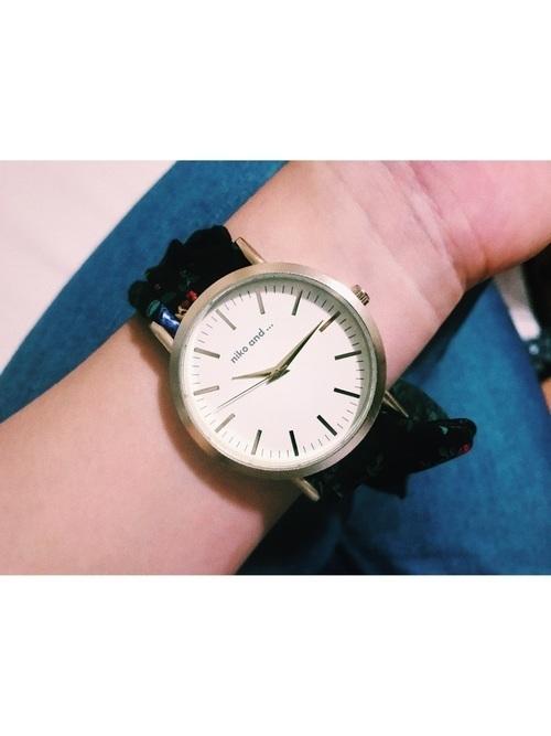 1bfc721cda のアイテムを取り入れたコーディネートに相性抜群なのが《腕時計》。ファッションに夢中で見落としがちな腕時計ですが、「niko and  ...」でお気に入りのものを見つけれ ...