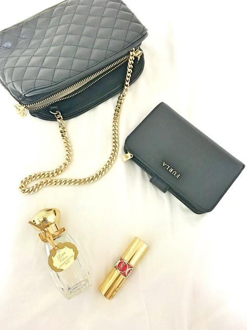 e34997d720b9 フルラは、バッグや財布を中心に世界中で大人気の有名ブランド。シンプルで上品なデザインがとても女性らしく、年代を問わず多くの女性から大人気なんです!