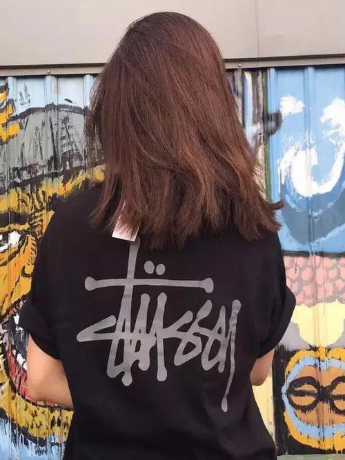 話題のマストアイテム「STUSSY」のTシャツはこう着るべし♡の1枚目の画像