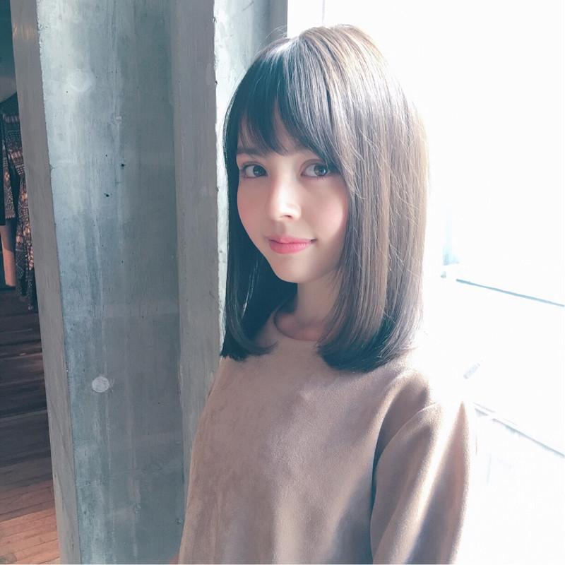 ミディアムストレートでかわいいをアップデート♡清楚が叶う髪型