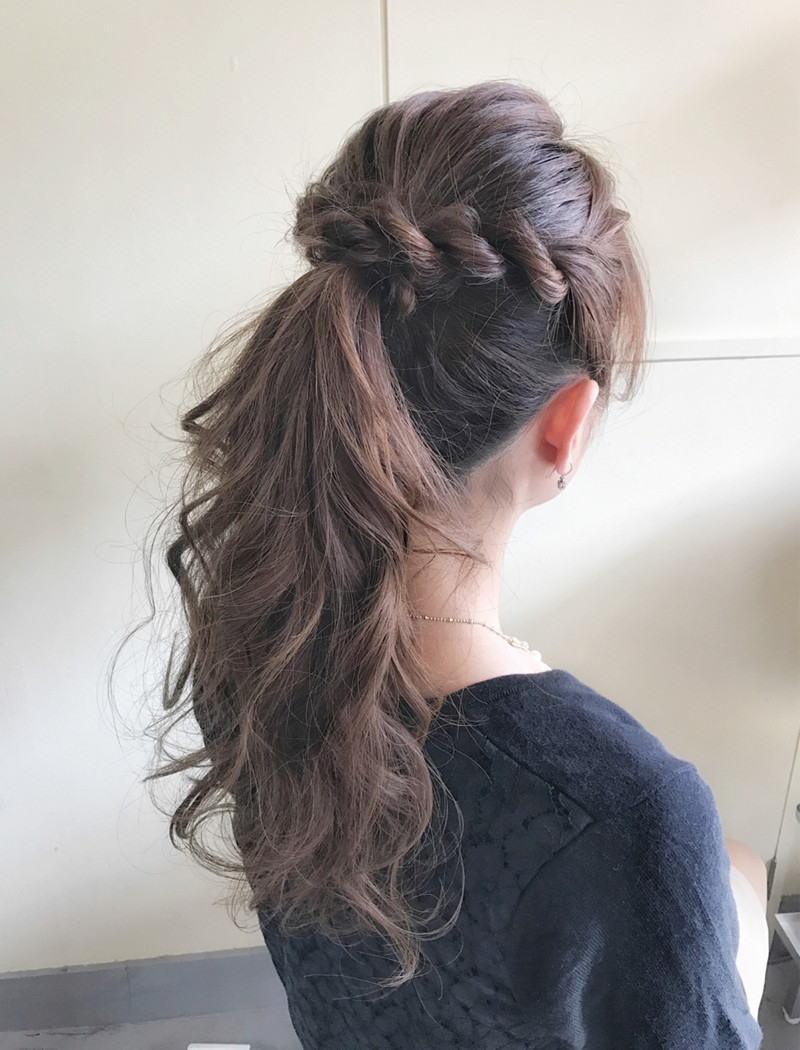 今年の夏はモテヘア【前髪なし×ポニーテール】に決まり