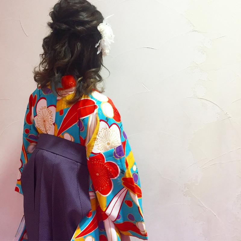 《2020年卒業式ヘア》袴×華やかハーフアップで後ろ姿美人に♡