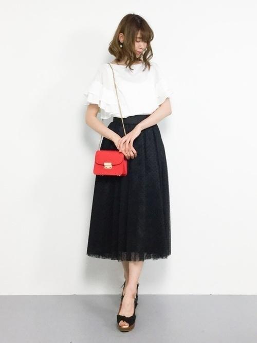 【女子の憧れ】フワっと揺れる黒チュールスカートのコーデをご紹介♡の11枚目の画像