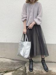【女子の憧れ】フワっと揺れる黒チュールスカートのコーデをご紹介♡