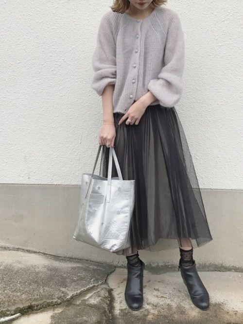 【女子の憧れ】フワっと揺れる黒チュールスカートのコーデをご紹介♡の13枚目の画像