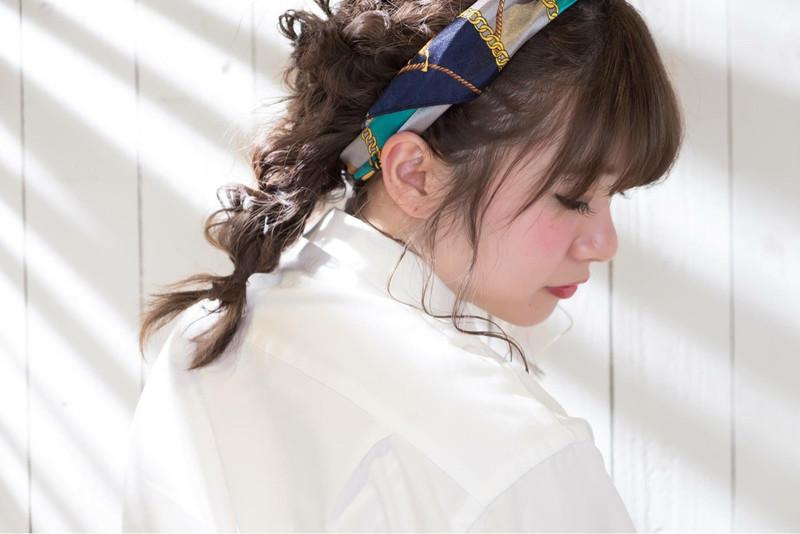 普段の髪型にバンダナカチューシャをプラス 作り方 アレンジまとめ