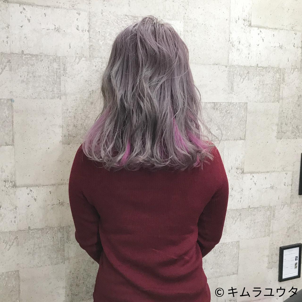 ブリーチをした髪色にエンシェールズの「エンシェールズ カラーバター」のチェリーピンクを入れると、パープルよりのピンクの髪色に。  ブリーチをして白金まで髪色を