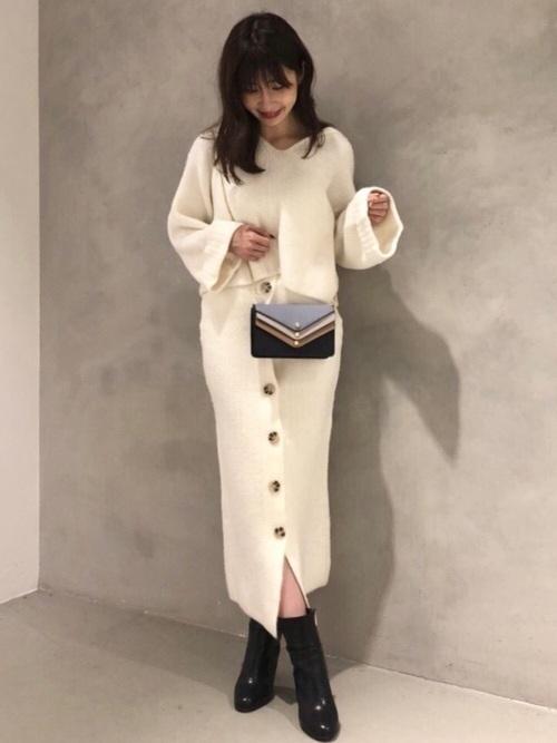 4635ccefb06d フェミニンスタイルが好きな方におすすめのファッションブランドが、「MERCURYDUO(マーキュリーデュオ)」。女性 らしさを引き出しつつも、甘くなりすぎない。