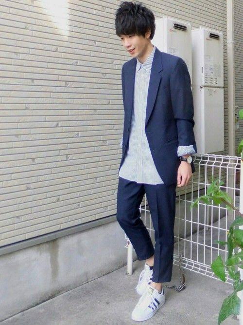 長袖ストライプシャツ×ジャケットのコーデに注目