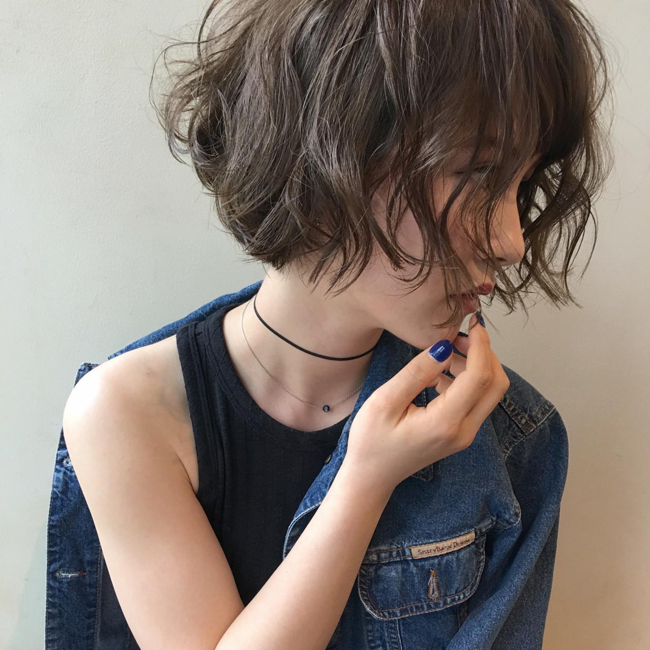 ヘアアイロンでの巻き方間違ってない?適正温度できれいな巻き髪に。の14枚目の画像