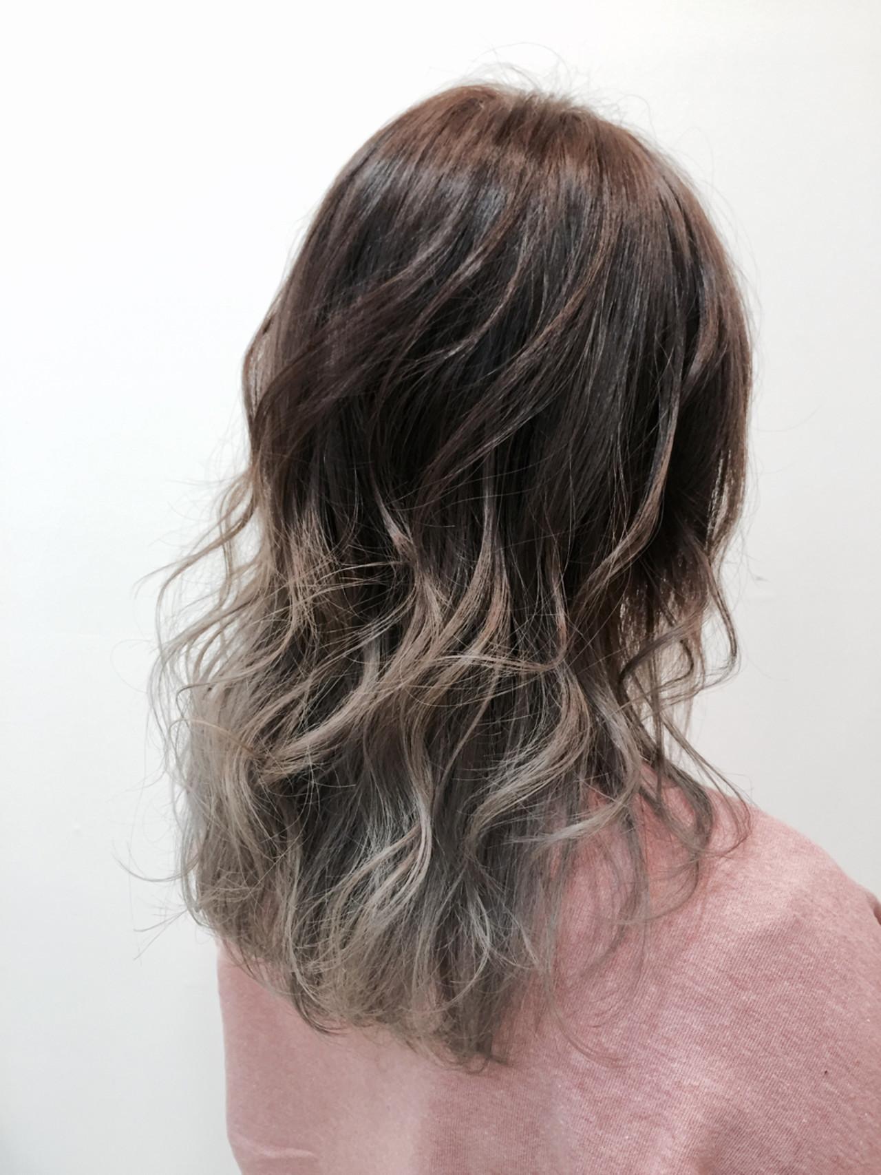 """""""シルバー""""の髪色にしたい!その方法やブリーチ回数、スタイル紹介の11枚目の画像"""
