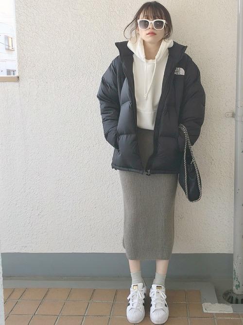 【2018秋冬】ワンパターンじゃないグレータイトスカートコーデ集の8枚目の画像