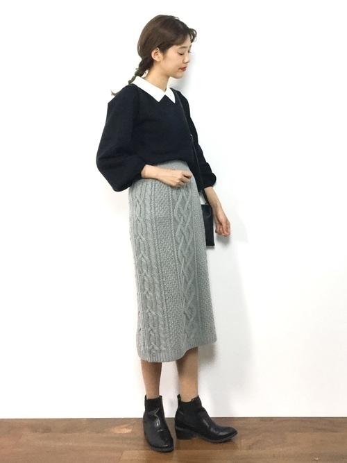 【2020秋冬】ワンパターンじゃないグレータイトスカートコーデ集の14枚目の画像