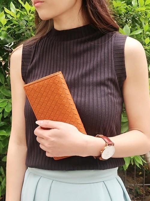 7e13330758b5 けれども、革財布は革という性質上、水分や摩擦に弱く、くたびれやすいんです。そこで、長財布の正しいお手入れ方法をみなさんに伝授します♡