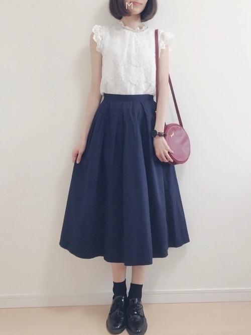《大人めシフト》ネイビースカートで作る春の好感度コーデ20選♡