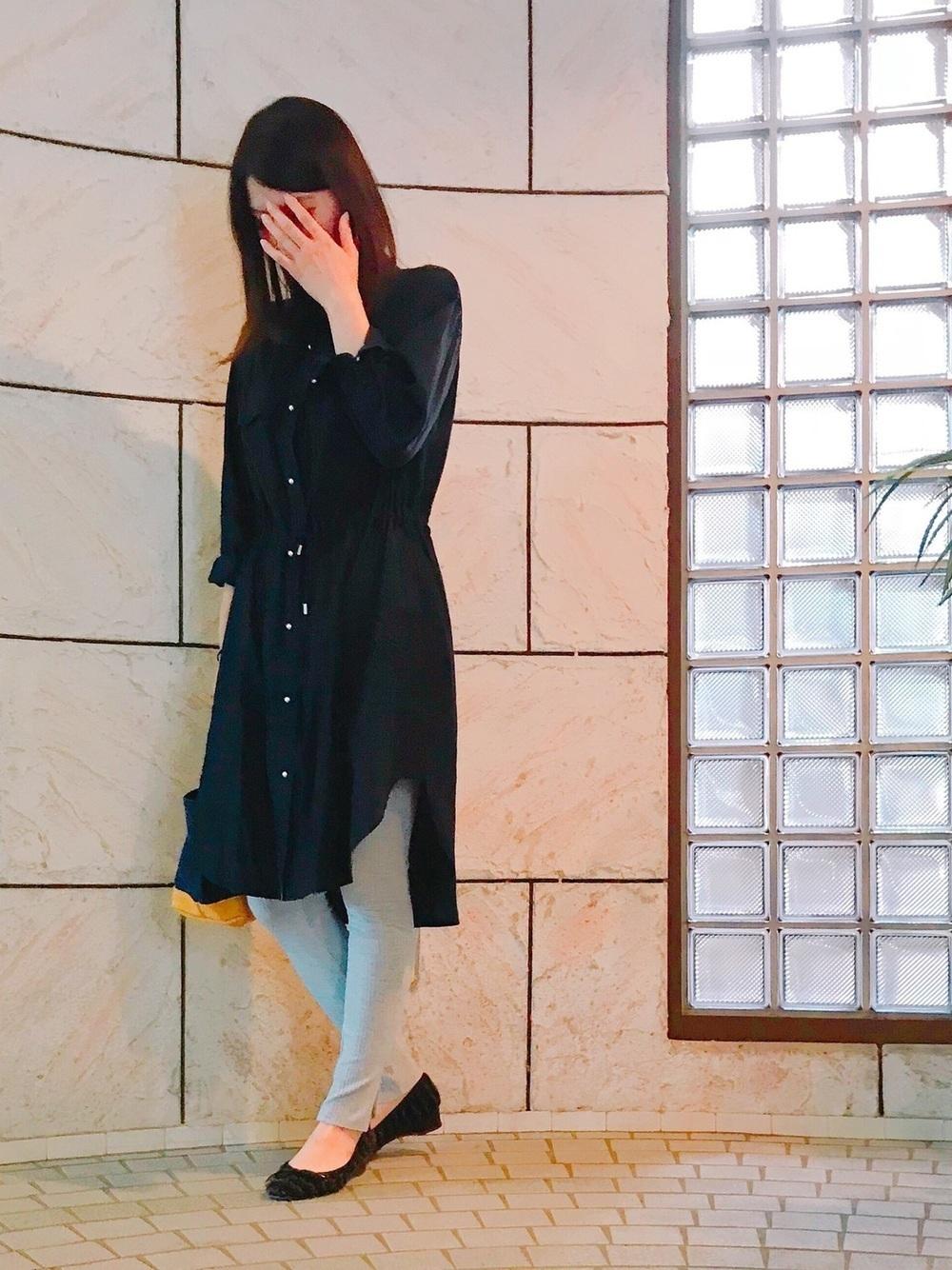 137630fd66b 黒のシャツワンピは秋冬でも着られるのが魅力ですよね♡何でも合わせやすい色味なので、1枚は持っておきたいアイテム。中にレギンスを履くと足元もあたたかく、コーデ  ...