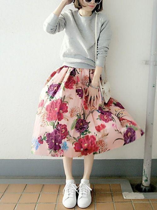 レディース向け【スニーカー×スカート】で作る大人女っぽコーデ特集の10枚目の画像